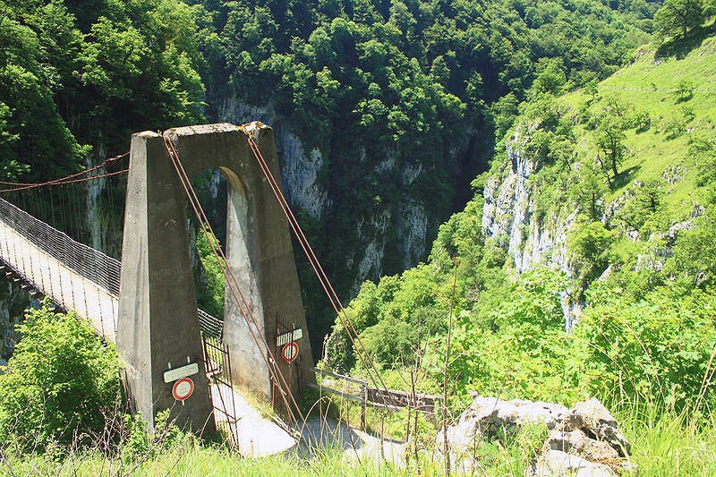 Le Pont Suspendu D Holzarte Sites Naturels A Larrau