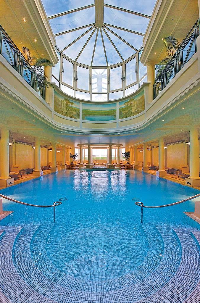 Le spa imp rial de l 39 h tel du palais baln o spa for Piscine biarritz