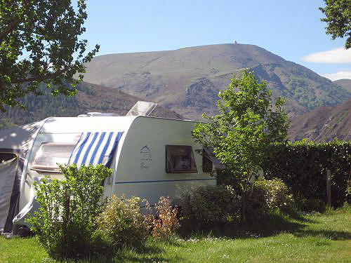 Camping hiriberria campings mobil homes itxassou for Camping st jean pied de port avec piscine