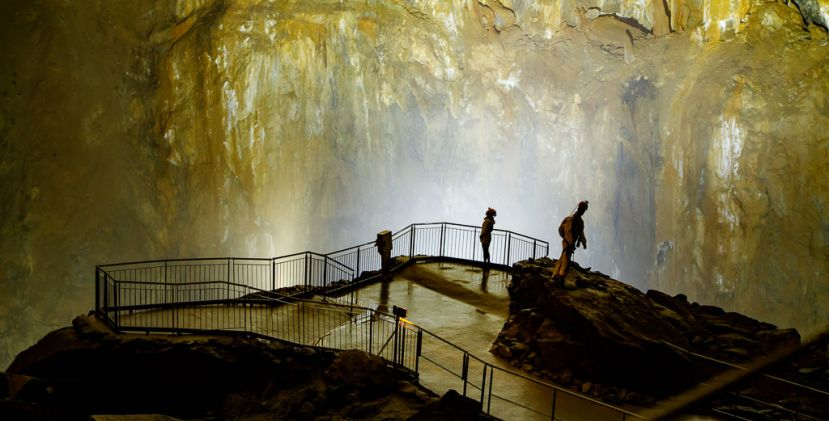 Unusual adventure in the bowels of the Earth: La Grotte de la Verna
