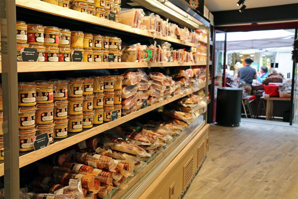Jambons et autres salaisons au magasin Etxe Peio Bayonne
