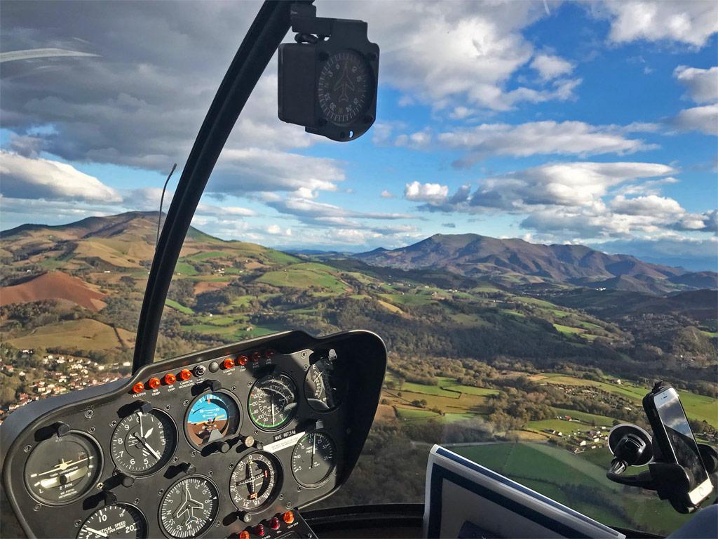 intérieur hélicoptère pays basque