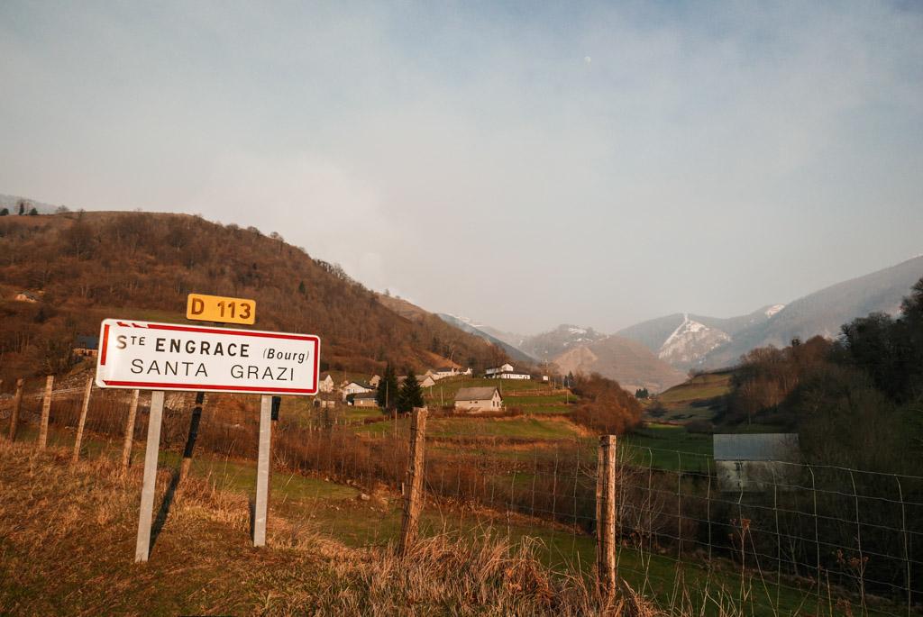 l'entrée du village de Sainte-Engrâce