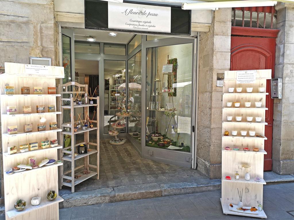 Entrée de la boutique A fleurs de Peau, Rue d'Espagne